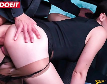 VIP SEX VAULT - Russian Babe Gets Drilled Hardcore by the Uber Driver (George Uhl & Sarah Highlight)